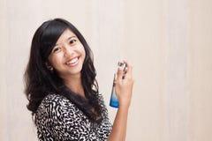 有香水的美丽的亚裔女孩 免版税图库摄影