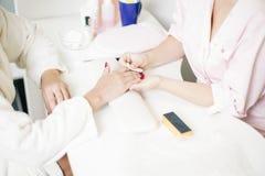 关心棉花取消拖把油漆的指甲盖钉子 库存图片