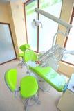 关心牙齿医生办公室工具 库存照片