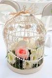 关进笼子与花的布置 免版税库存图片