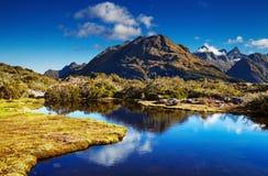关键山顶的湖,新西兰 图库摄影