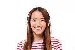 关闭一个可爱的年轻亚裔女孩的画象 免版税库存图片