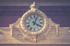 关闭一个大圆的铁路时钟的图象 免版税库存图片