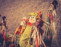 关闭一个女孩庭院稻草人的图象在显示的为万圣夜 免版税库存照片