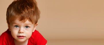 关闭一个小男婴 免版税库存图片