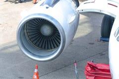 关闭一个现代飞机引擎 库存照片