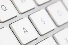 关闭一个白色键盘英语字母表 库存照片