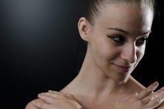 关闭一个美丽的跳芭蕾舞者 免版税库存照片