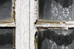 关闭一个老外部窗架的看法 库存照片