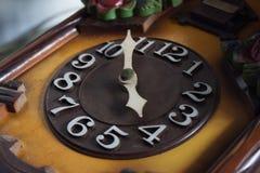 关闭一个老时钟表盘 免版税库存照片