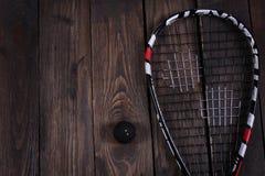 关闭一个软式墙网球和球在木背景 库存图片