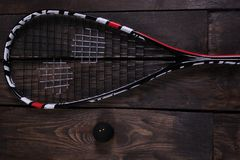 关闭一个软式墙网球和球在木背景 库存照片
