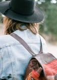 关闭一件牛仔布夹克的照片在一个少妇的 库存照片