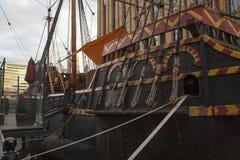 关闭一只老货船,不用水在港口在伦敦,英国 免版税图库摄影