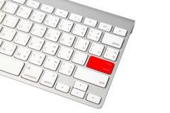 关闭一台现代膝上型计算机的键盘 免版税库存照片