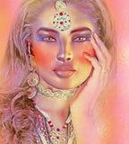 关闭一名妇女的面孔有美丽的化妆用品和珠宝的 这个白肤金发的女孩在炫耀的桃红色抽象背景被设置 图库摄影