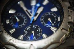 关闭一块被镀铬的手表 免版税库存照片