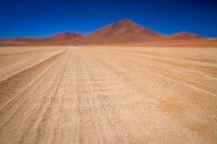 关闭一条波纹状的路在Altiplano 免版税库存图片