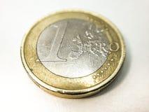 关闭一枚1欧元硬币 库存照片