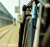 关闭一辆自行车有blured背景 库存照片