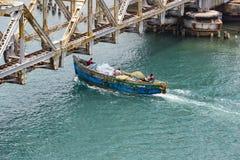 关闭上升Pamban桥梁连接Rameswaram镇班本岛的到大陆印度的一座铁路桥 打开  免版税库存照片