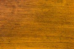 关闭与五谷纹理的土气木桌在葡萄酒样式 库存图片