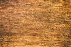 关闭与五谷纹理的土气木桌在葡萄酒样式 免版税库存照片