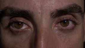 关闭与人陈列惊奇的眼睛- 影视素材