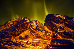 关闭与橙色火火焰内部的电人为壁炉 免版税图库摄影