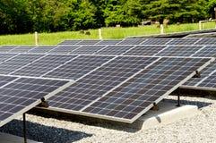 关闭与焦点的太阳电池板在前面 Cades小海湾十 免版税库存图片