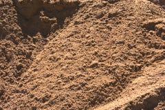 关闭与的犁沟和可看见大的丛的建筑沙子沙子 免版税库存图片