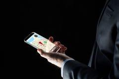 关闭与gps的商人映射在智能手机 免版税库存照片