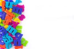 关闭五颜六色的塑料信件 苹果登记概念教育红色 库存照片