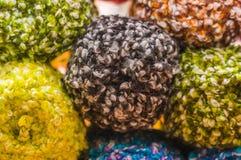 关闭五颜六色的毛纱球,羊毛戏弄使用,在被弄脏的背景中 免版税库存照片