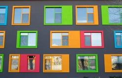 关闭五颜六色的现代修造的Windows 库存图片
