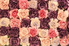 关闭五颜六色的仿制或人为玫瑰色花背景 库存图片