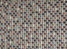 关闭五颜六色的织法样式方形的纹理  免版税库存图片