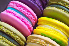 关闭五颜六色的macarons 免版税库存照片
