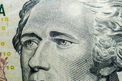 关闭亚历山大・汉密尔顿看法画象这一个十美金的 金钱的背景 10与亚历山大Ha的美金 免版税库存图片