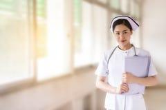 关闭亚裔护士 免版税库存图片
