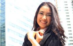 关闭亚洲青年女商人看起来精采a画象  免版税图库摄影