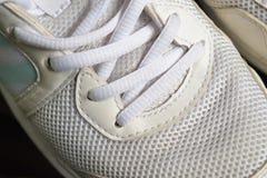 关闭人体育鞋子 免版税图库摄影