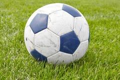 关闭使用的足球的图片在草的 库存照片