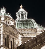 关闭修造在夜空,维多利亚,不列颠哥伦比亚省的议会 库存照片