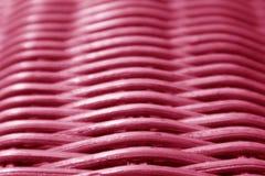 关闭充满活力的桃红色有选择聚焦的色的藤条家具的纹理和样式 库存图片