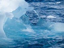关闭冰山曲拱 免版税图库摄影