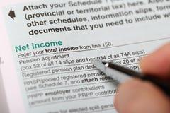 关闭净收入形式的看法 免版税库存图片