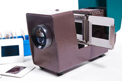关闭减速火箭的电影放映机看法在白色背景的 免版税库存照片