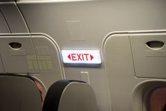 关闭出口签到乘客飞机 免版税图库摄影