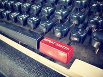 关闭古色古香的打字机关键字 库存图片